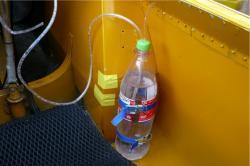 Alleweder grote (cola) drinkfles met slangetje