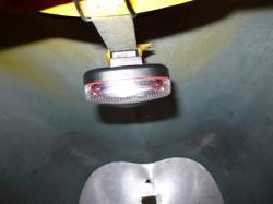 Lampje met klittenband in vooronder Alleweder